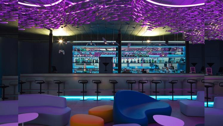 NHow Marseille Palm Beach bar