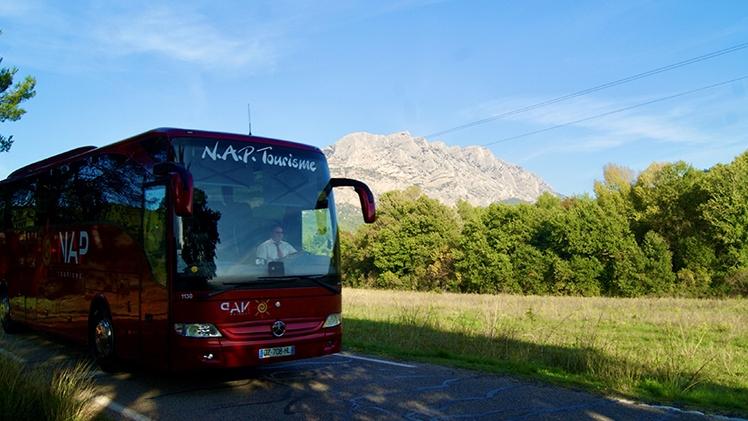 N.A.P Tourisme - Car rouge Ste Victoire