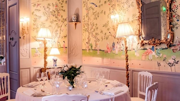 hotel de caumont centre d'art interieur tables