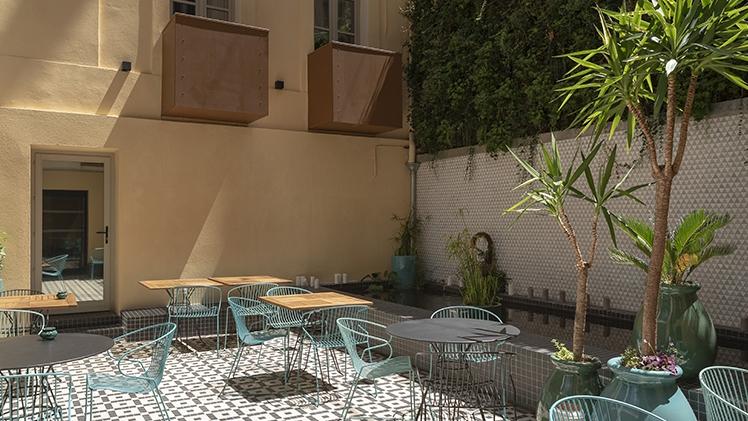 patio de l'hotel terrasse au soleil