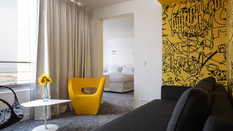 NHow Marseille Palm Beach suite