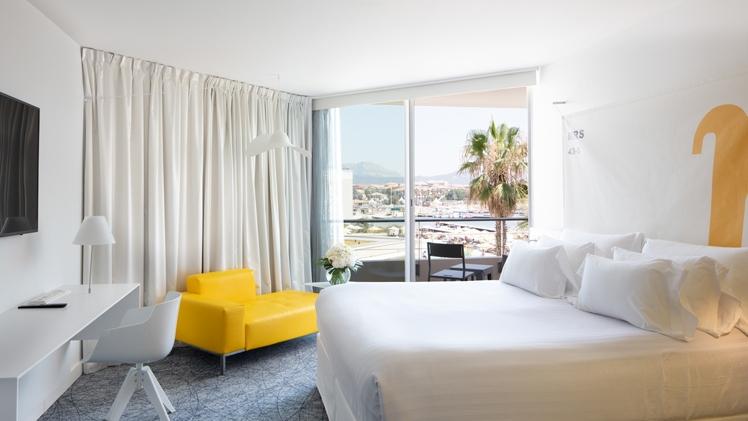 NHow Marseille Palm Beach room